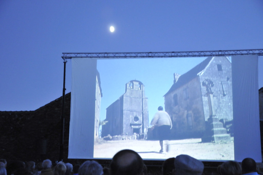 20009 : Projection en plein air du film de Jacquou