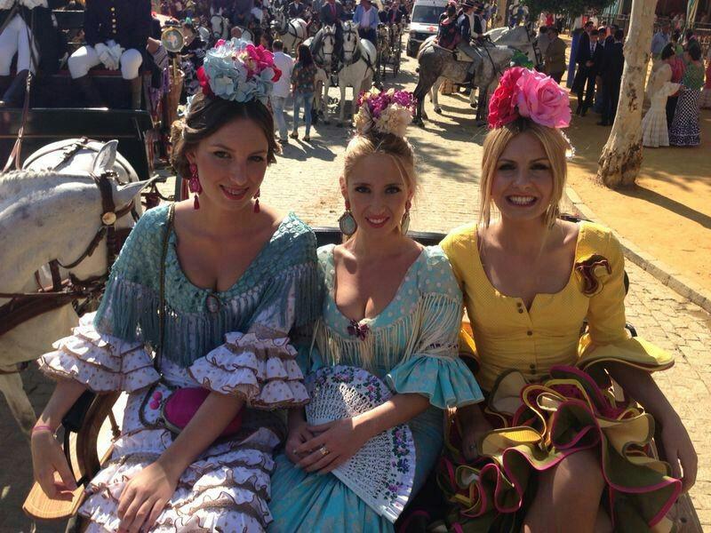Monte Guerrero, Marta Romero y Desirée Alcalde de Feria de Abril luciendo así de guapas.