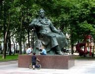 Памятники литературным героям доклад 4078