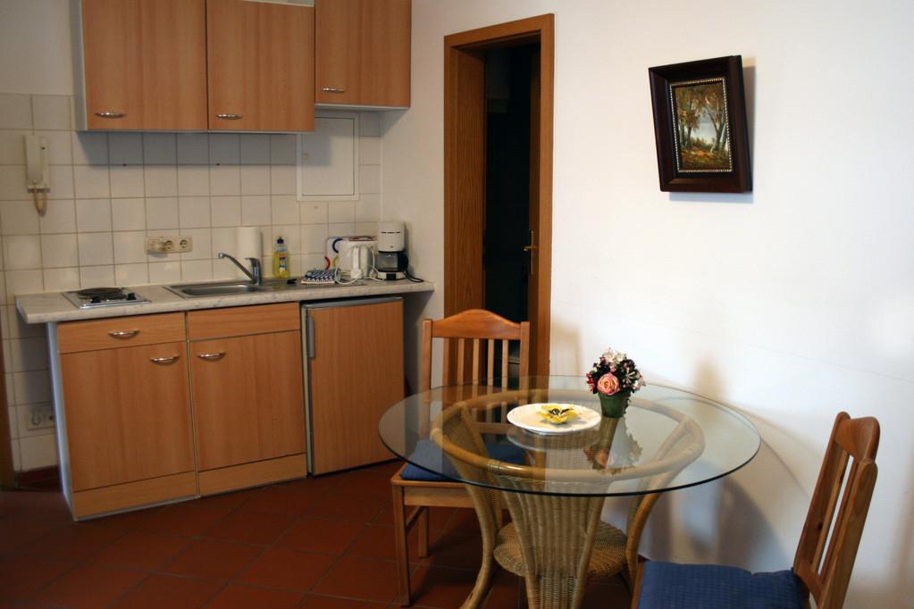 Küchenzeile mit Stizgruppe