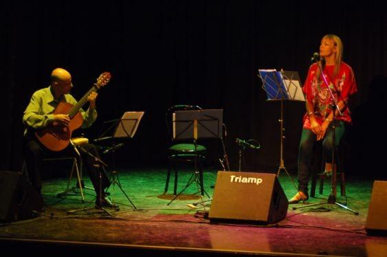 Con María herminia Grande. Presentación del CD Alfalfa. Rosario, Sala Empleados de Comercio.