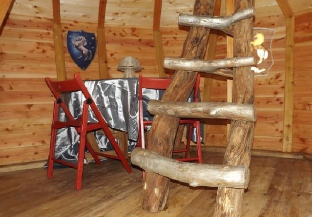cabane romantique la Licorne perché dans les arbres en baie de somme