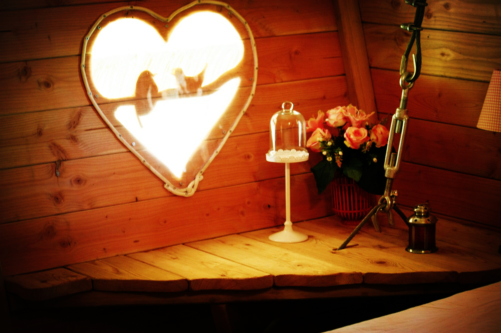 Réserver un séjour romantique dans la cabane dans les arbres romantique