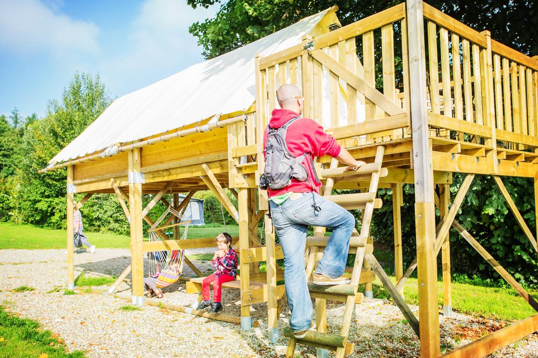 Profiter un séjour insolite dans une tente perchée familiale