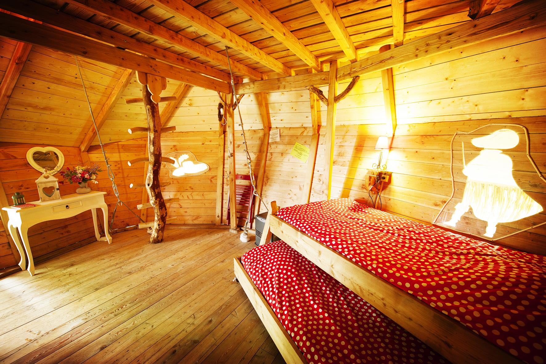 Réserver un séjour insolite dans la cabane familiale 5 personnes