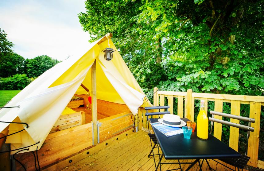 Tente perchée romantique pour couple dans le camping en Baie de Somme