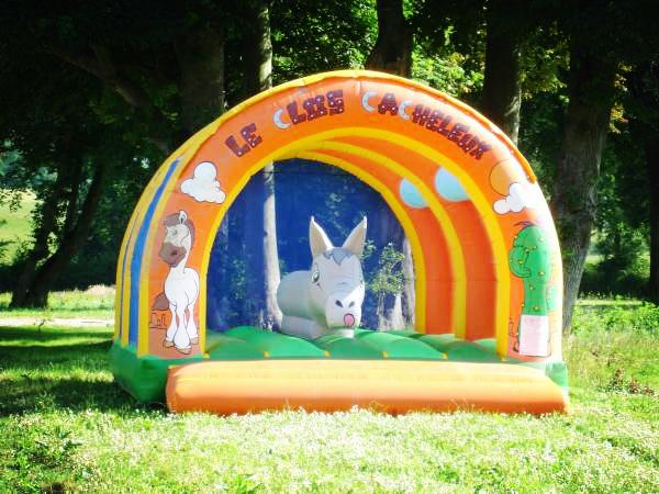 Réserver un séjour insolite dans le camping avec aire de jeux
