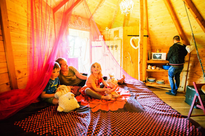 Grand lit dans la cabane Dame Alexandrine