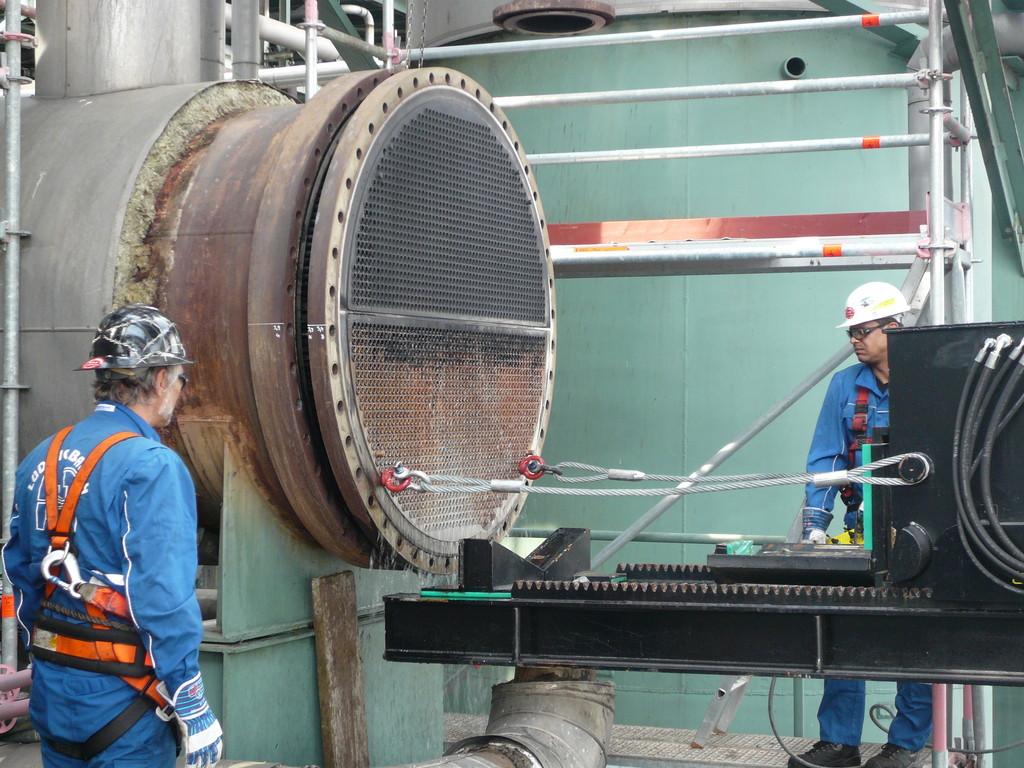 Extrator de feixes tubulares montado em caminhão: fixação dos cabos de aço