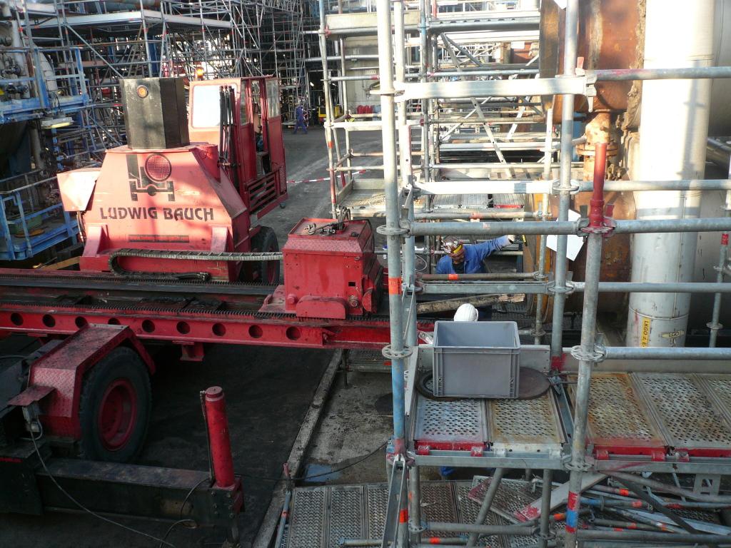 Selbstfahrendes Bündelziehgerät: Befestigung der Stahlseile