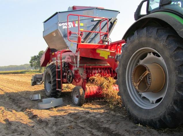Fıstık, soya, kuru fasulye hasat makinesi tarlada