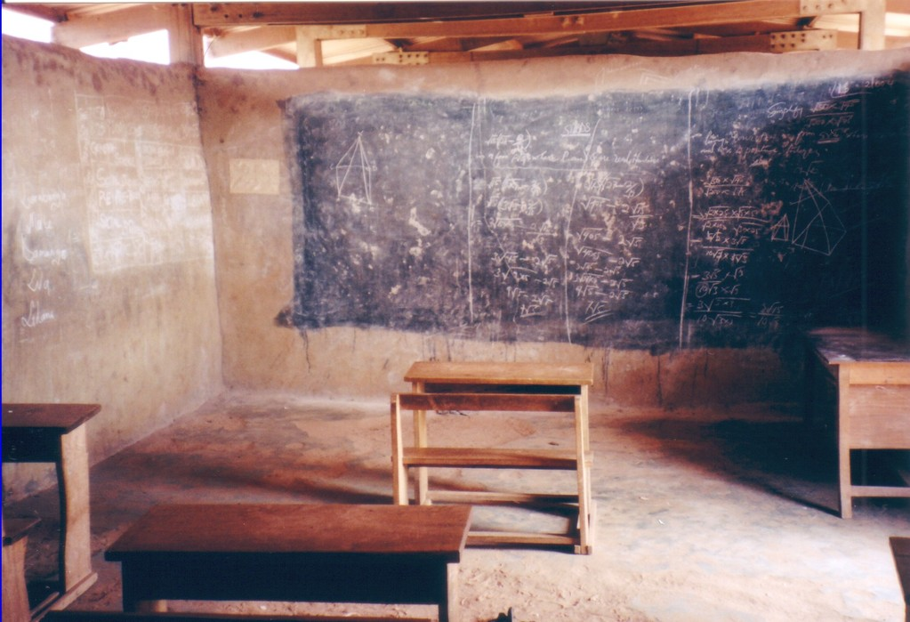 Schoolroom: Jan. 2005 -taken byus  during our stay in Larabanga