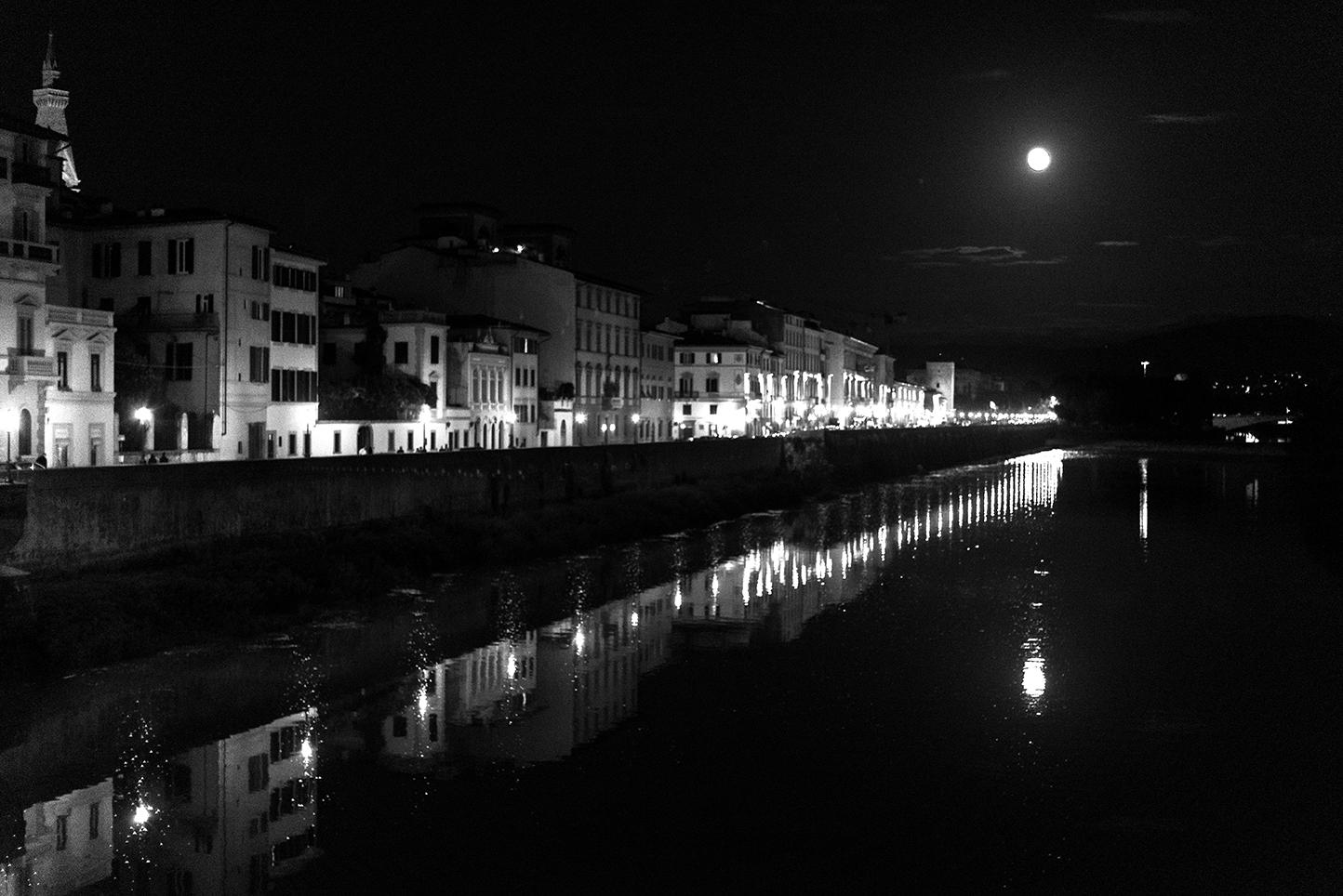 il lungarno e la luna - Firenze