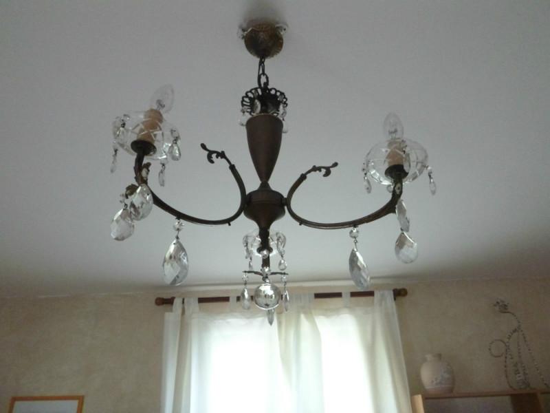 Joli lustre en plus des lampes à éclairage indirect