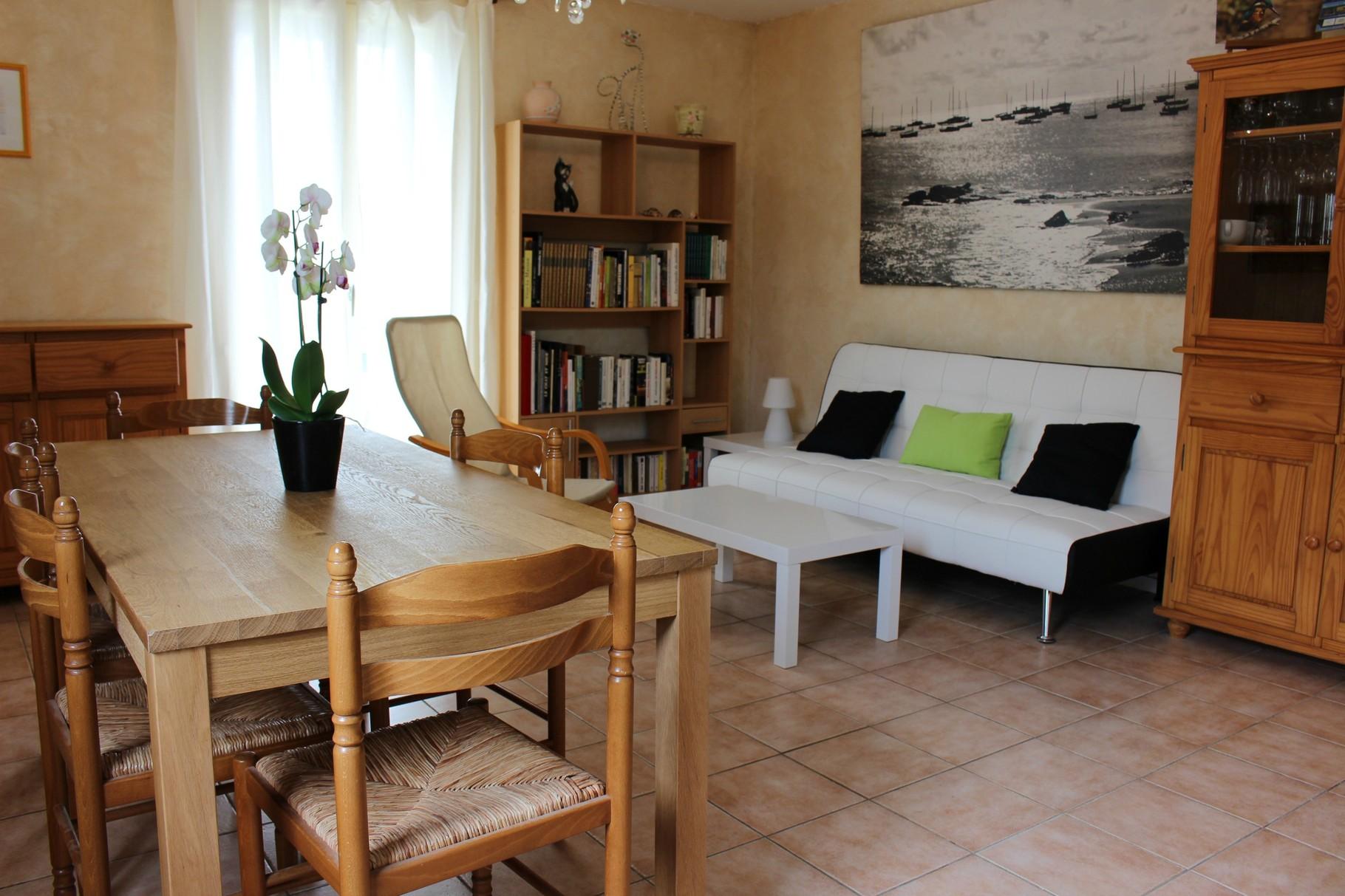 salle de séjour et salle à manger du gite Vacances sous le Catalpa au Teich
