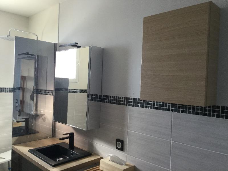 lavabo et armoires de rangement