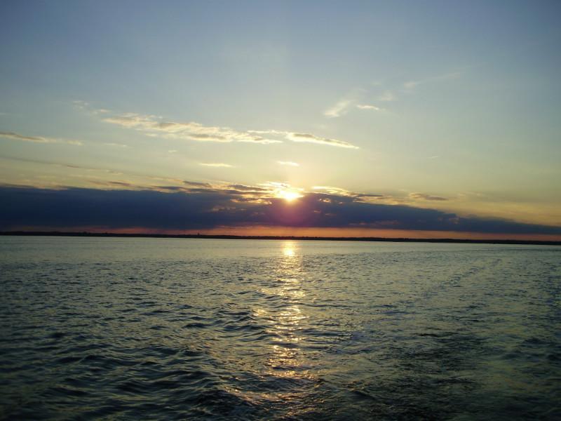 lever du soleil pour le départ du pescatourisme  vers les parcs à huitre du bassin d'eArcachon