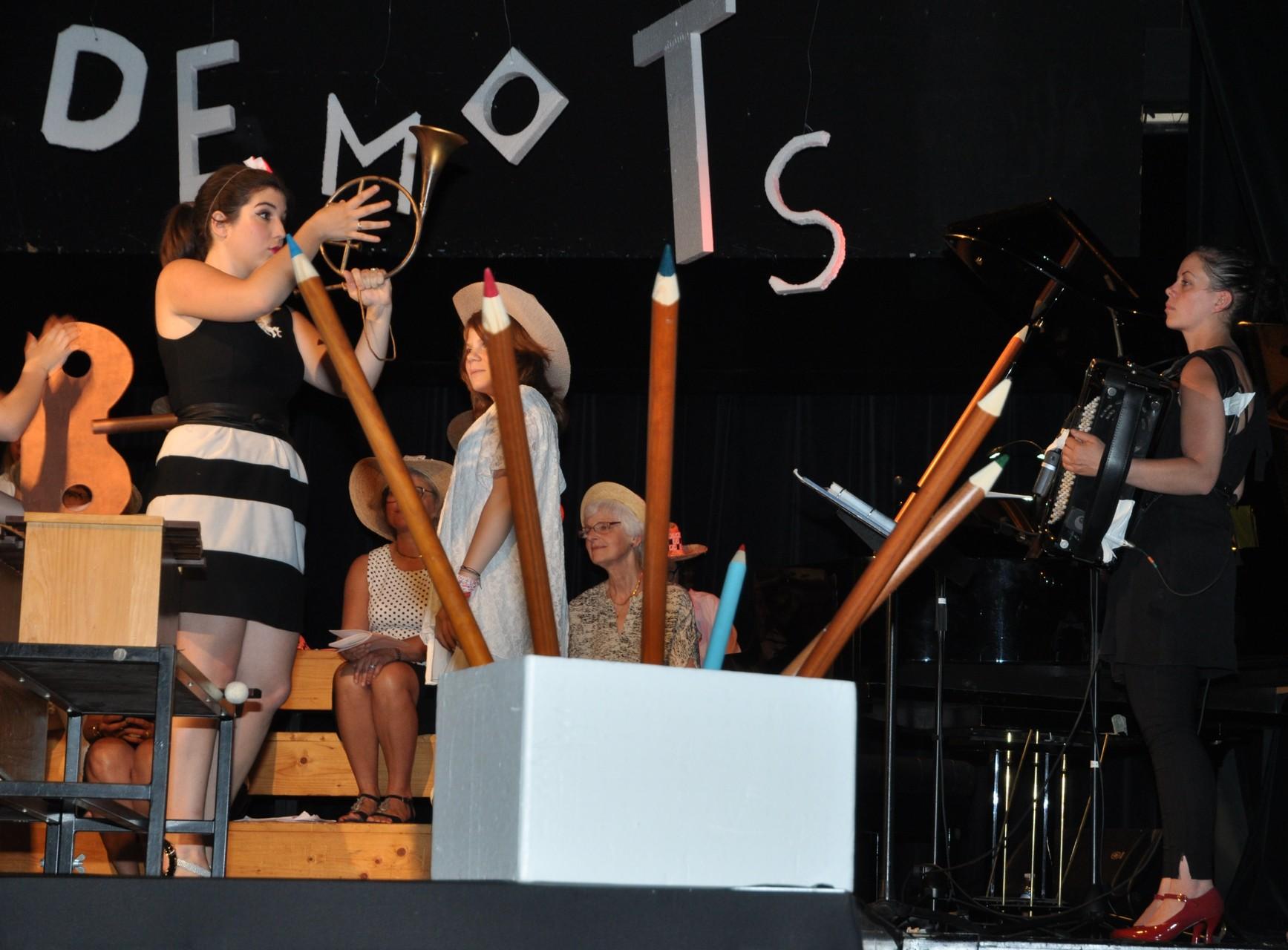 Marjolaine et bien-sûr Laure  (pianiste et accordéoniste) !