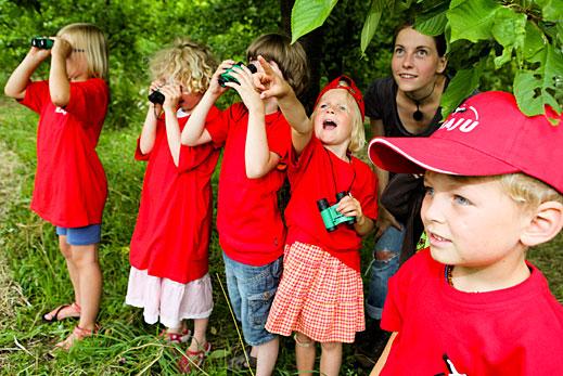 NAJU-Kindergruppe bei der Tierbeobachtung - Foto: NAJU / Franz Fender