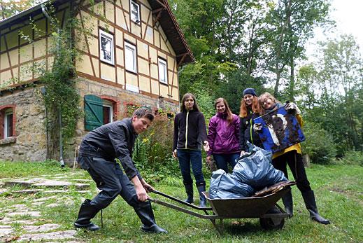Müllsammelaktion am NaturErlebnisHaus Leutratal. Foto: Daniel Werner