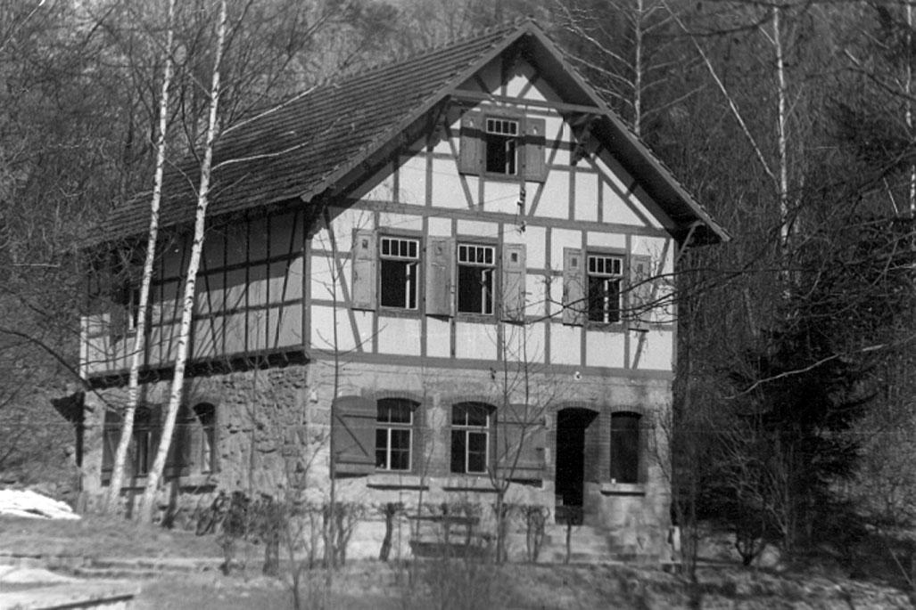 Zu DDR-Zeiten fanden am Wanderheim im Leutratal unter anderem Kinderferienlager und Wandertreffen statt. © Preuß