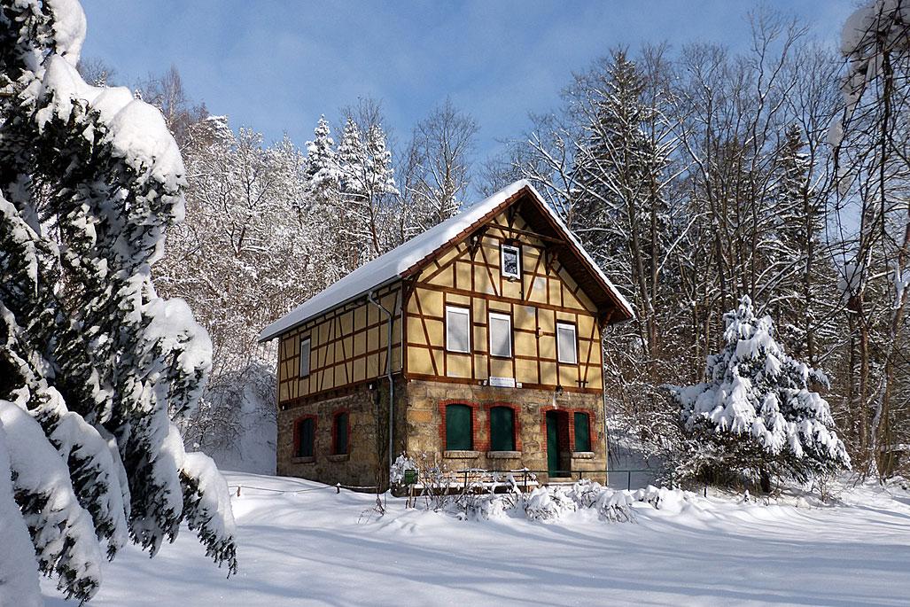 Im Winter von Mitte Dezember bis Mitte März wird das NaturErlebnisHaus Leutratal nicht vermietet. © Daniel Werner