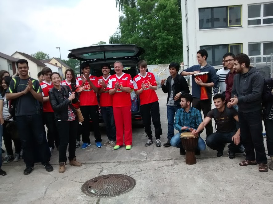 Verabschiedung der teilnehmenden Studenten durch ihre Kommilitonen in Köthen