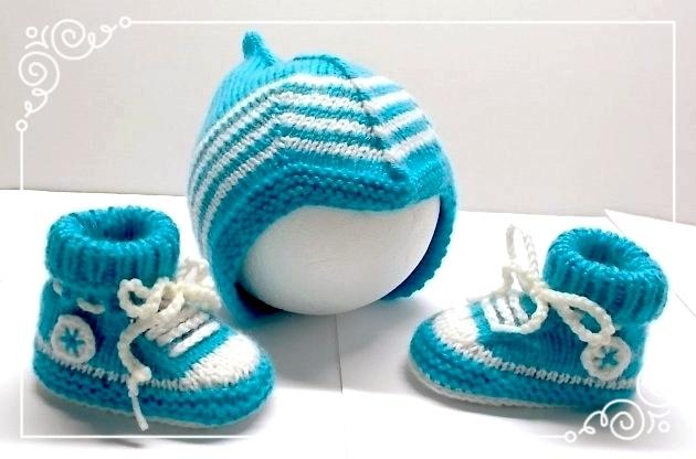Babysneakers und Babymütze blau