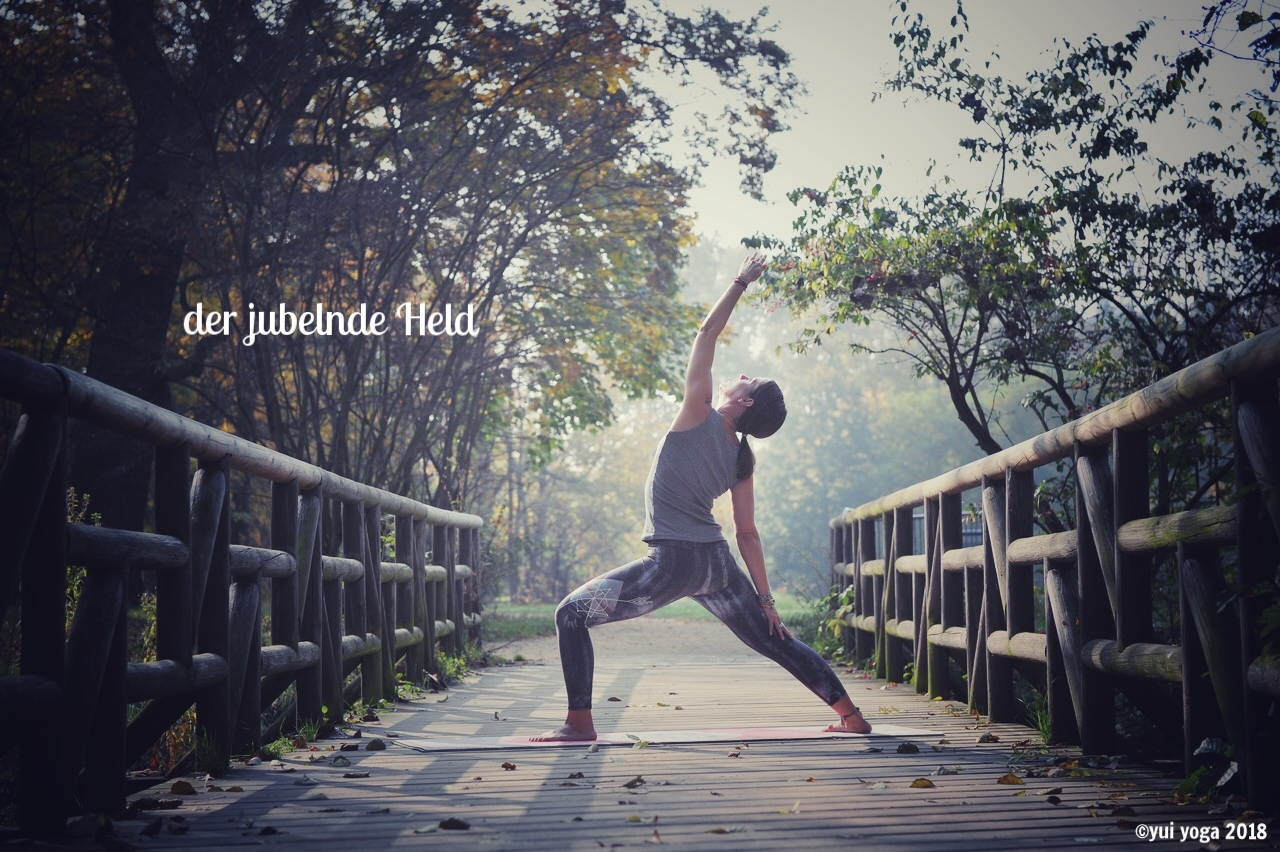 Hatha Yoga: Jubelnder Held