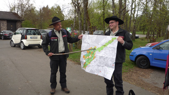 NP-Ranger Reiner Philippi (links) und Oliver Groß informieren über den Nationalpark