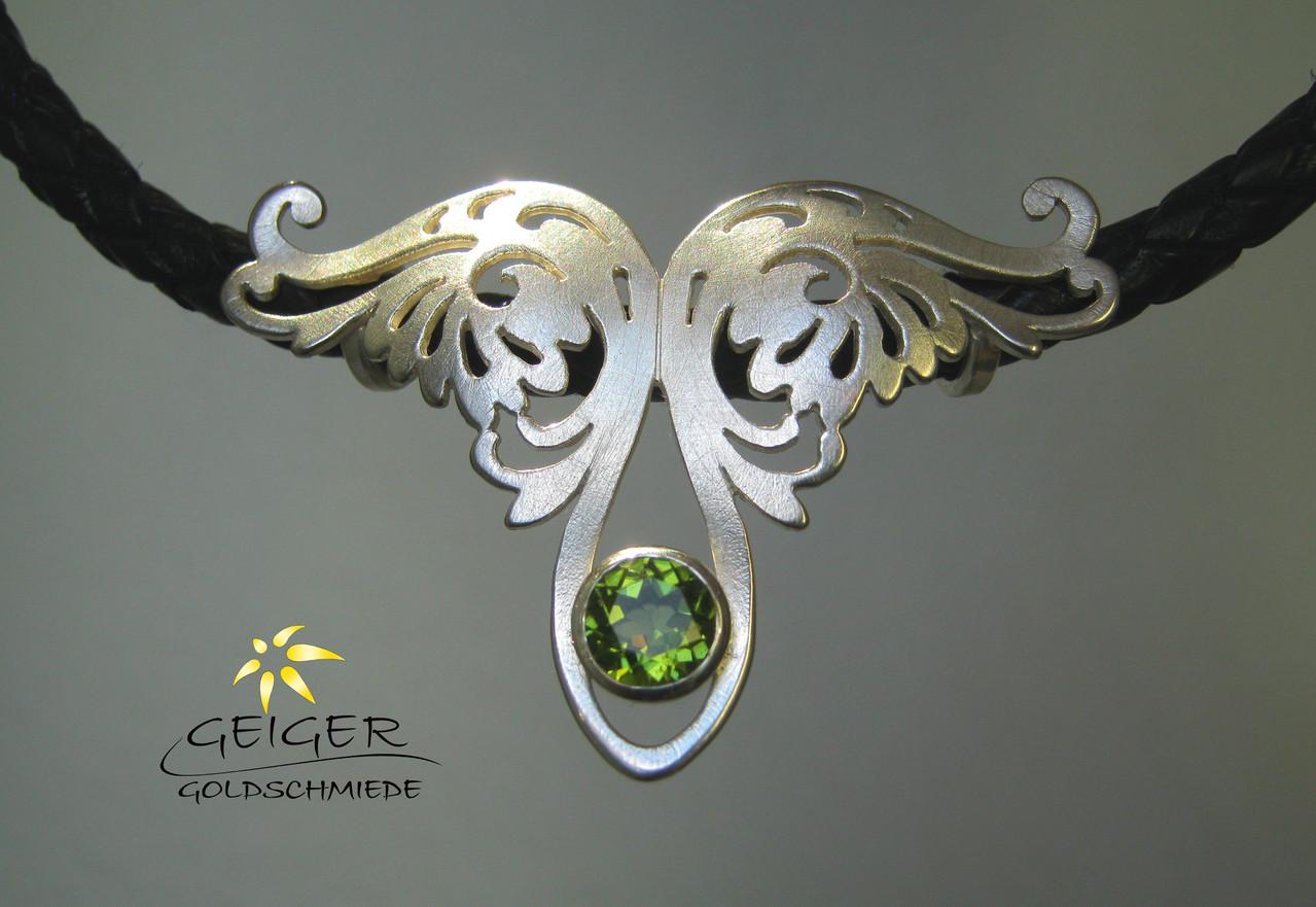 Geiger Goldschmiede Mainz Silberanhänger mit Stein Goldschmiedekunst in formvollendung