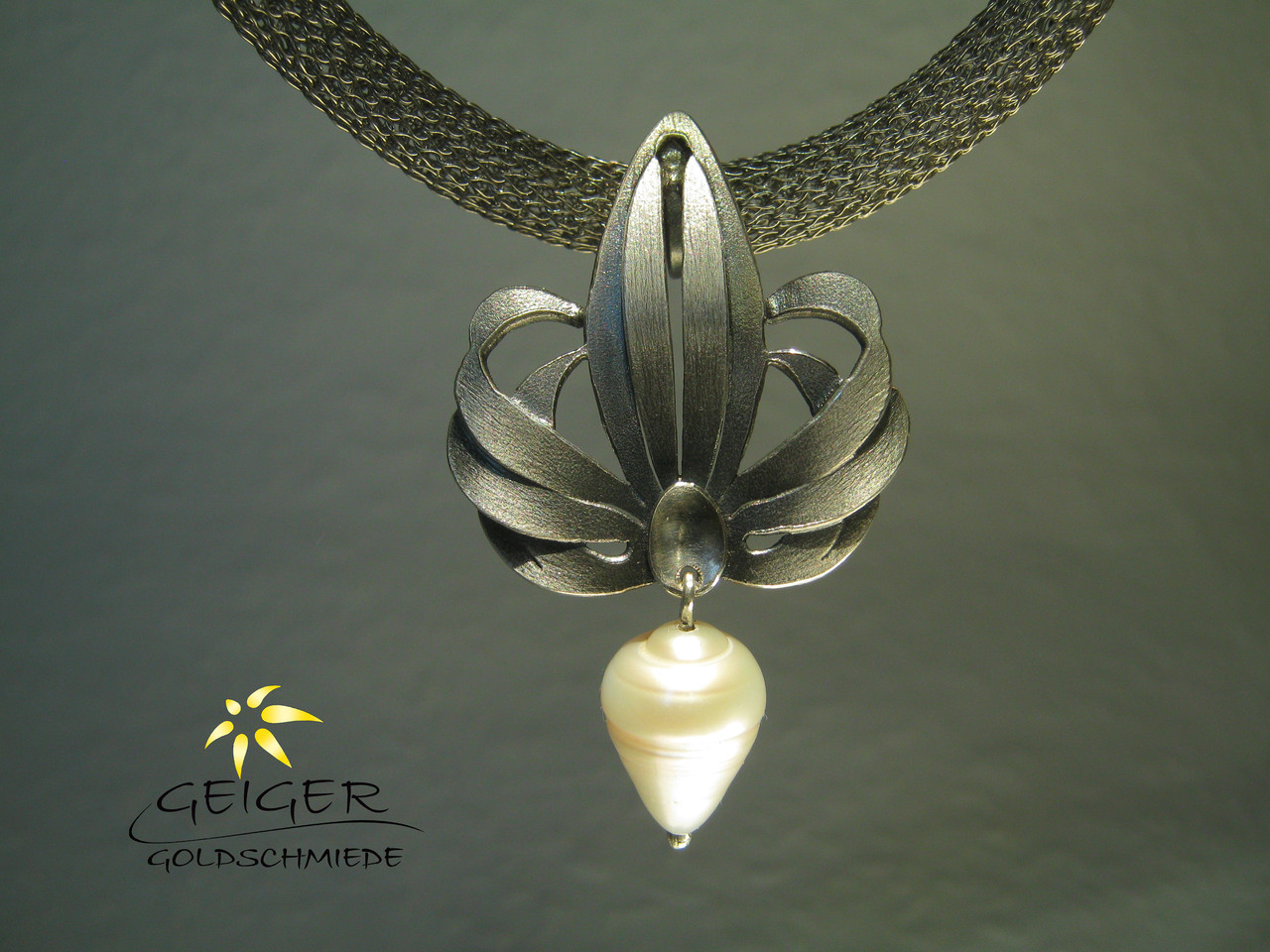 Geiger Goldschmiede Mainz Silberanhänger mit Perle Goldschmiedekunst in Formvollendung