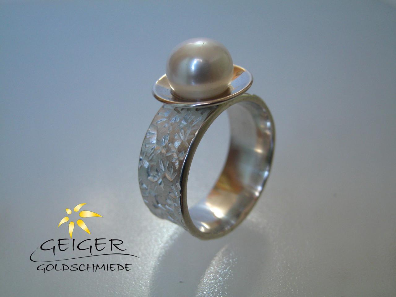 Geiger Goldschmiede Mainz Silberring mit Perle Goldschmiedekunst in formvollendung