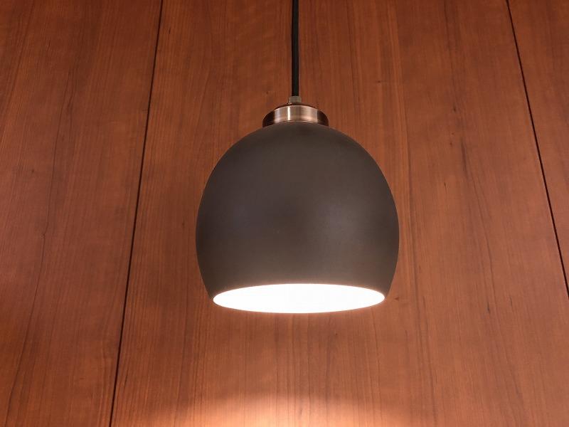 ロクロ成型、錬釉彩の黒のみを使用しています