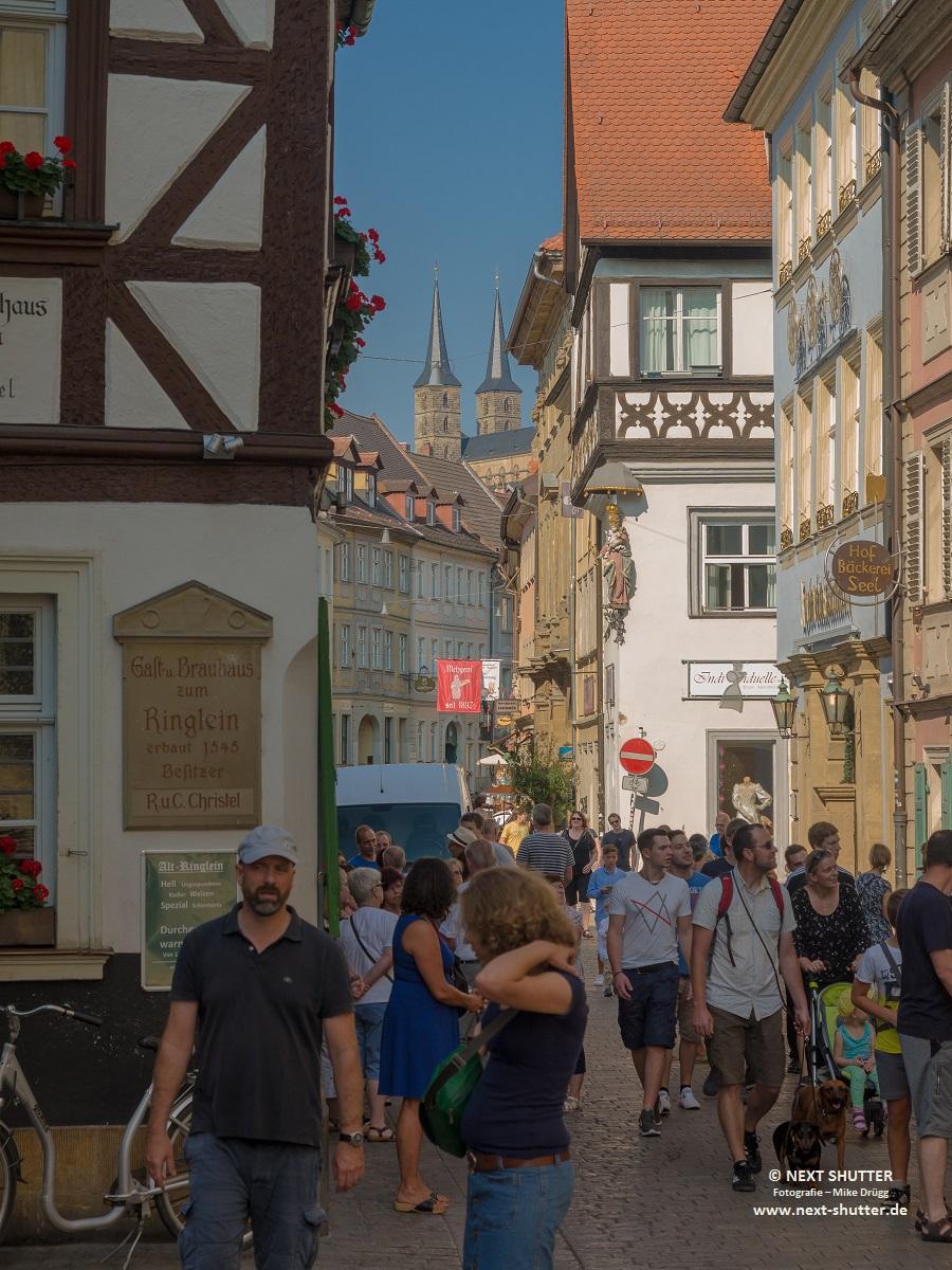 Altstadtstrasse, trotz Touristenmassen kommt man immer irgendwie durch...