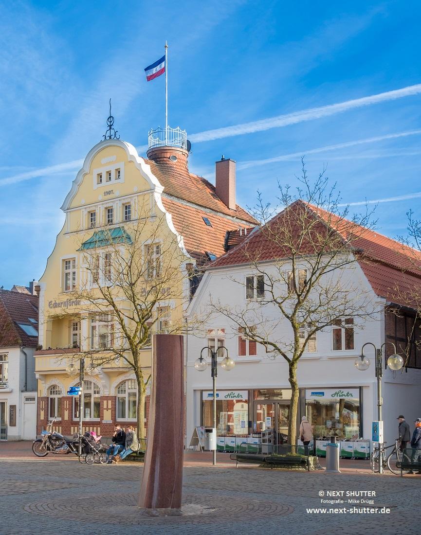 Am Rathausplatz - das Stammhaus der Eckernförder Zeitung. Die wird heute woanders gemacht