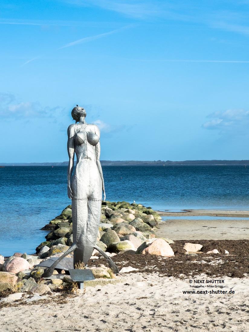 Statue der Meerjungfrau am Strand von Eckernförde