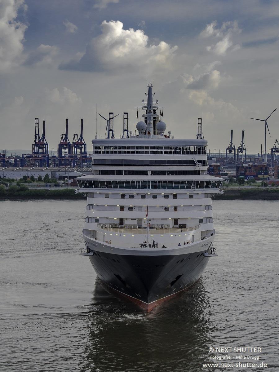Während das Schiff für die Anfahrt gedreht wurde, bekam ich sie direkt von vorne aufs Bild