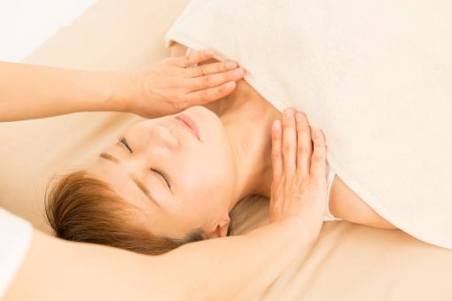 新宿女性専用エステ ピースマイル 熟練セラピストによる確かな肌分析