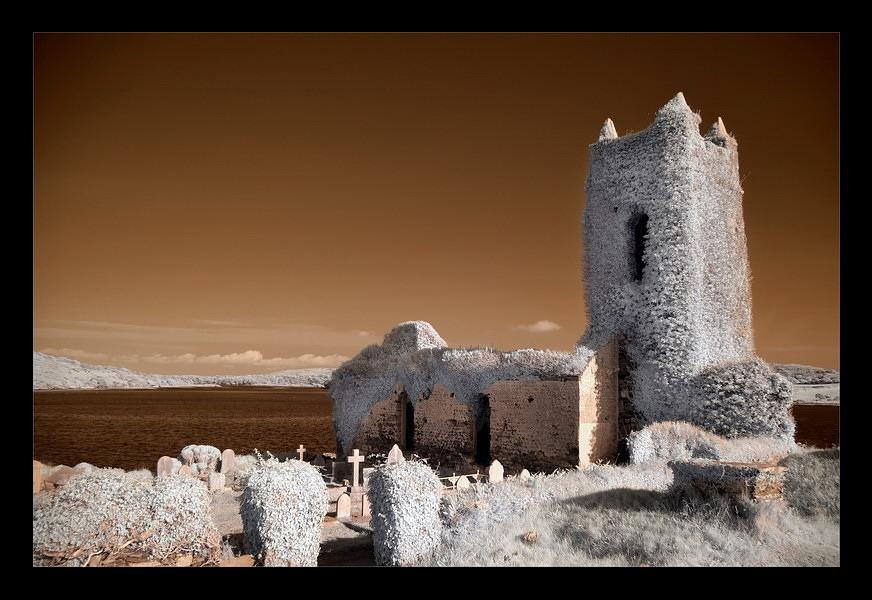 Old Saint Matthew`s Chruch / Kilcoe / Southwest of County Cork VIII (Infrarot)