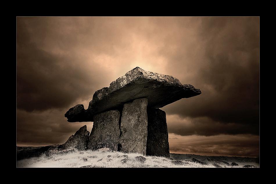 Poulnabrone Dolmen / Burren II (Infrarot)
