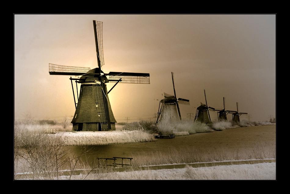 Die Mühlen von Kinderdijk V (Infrarot)