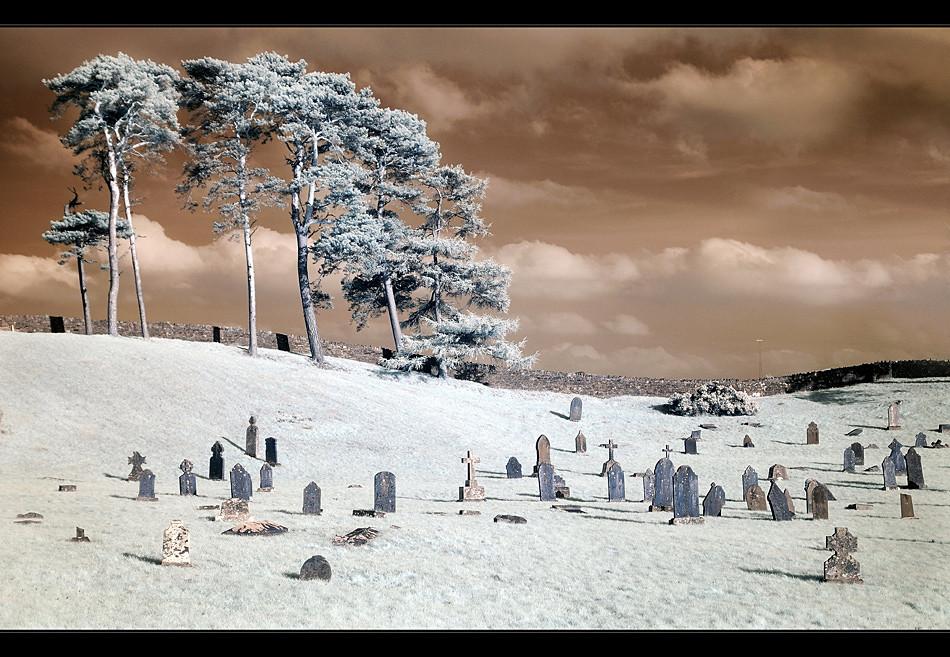Friedhof in der Nähe von Hollywood / Wicklow (Infrarot)