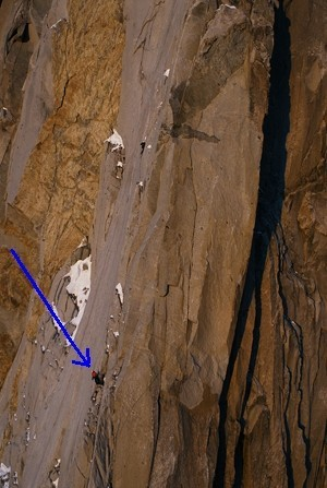 Le 2 février dans l'ascension des Drus, une paroi vertigineuse et gigantesque de granit... Jean-Yves et Martial ne savent pas encore qu'ils réalisent un grand exploit de l'alpinsime mondial !