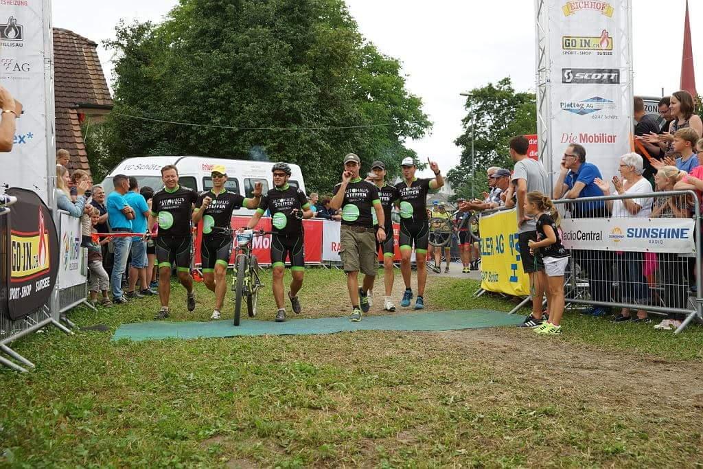6er Team beim Ziel durchlauf - BRAVO!!