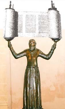 Nicht Kerzen habe die Bronzefigur gehalten, sondern Torarollen, sagt Wissenschaftler Prof. Dr. Rüpke.