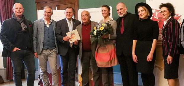 """Bodo Ramelow empfängt die ACHAVA Festspiele Thüringen als """"Ausgezeichneter Ort"""" 2018 in der Thüringer Staatskanzlei. Foto: Achava Festspiele Thüringen Team, Fotograf: Hendrik Krumbein"""