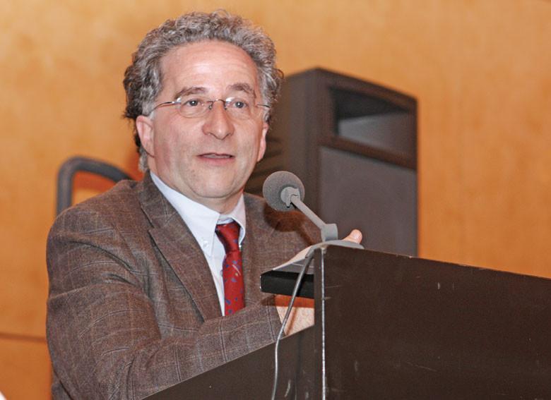 Dr. Martin Auerbach, klinischer Leiter von AMCHA in Israel.