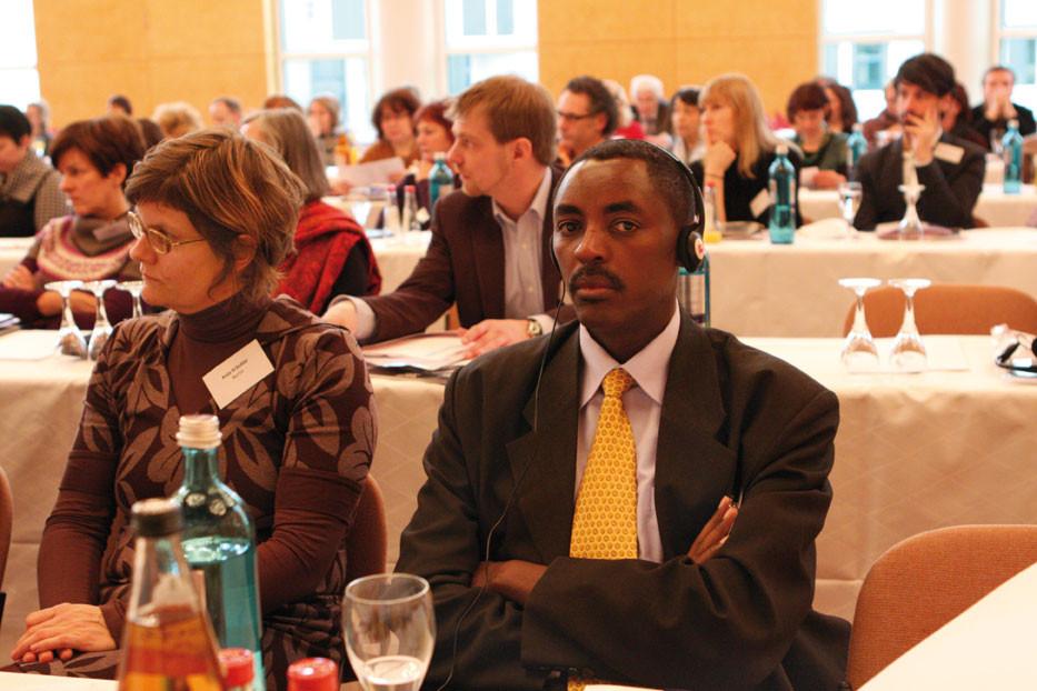 Jean de Dieu Mucyo kam aus Ruanda um über den Genozid seiner Landsleute zu berichten und um aus den Erfahrungen bei der Betreuung der Holocaust-Überlebenden zu lernen.
