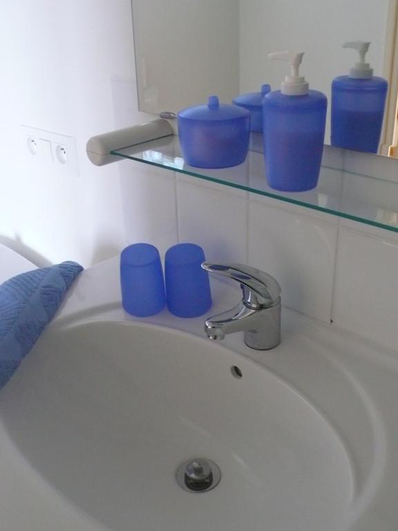 Détail salle d'eau chambre du Château - Chambres d'hôtes Le Cadran Solaire à Cabrières